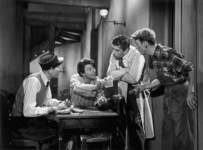 Gérard Philipe (assis, au centre), dans « Les Belles de nuit»(1952), de René Clair.
