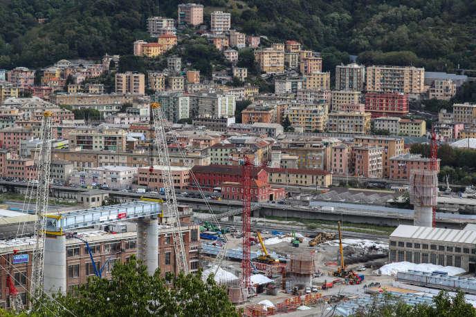 Un vue de la ville de Gênes, et son pont Morandi qui s'est effondré le 14 août 2018 causant la mort de 43 personnes.