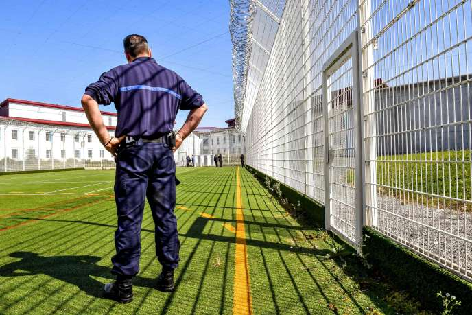 Un garde au centre pénitencier de haute sécurité de Vendin-le-Vieil, dans le nord de la France, en mai 2018.