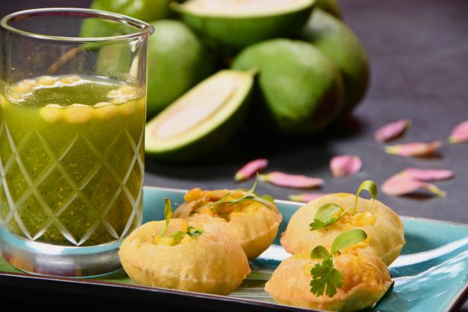 Bouillon gingembre, coriandre, piment vert (gol guppa pops) et boules croustillantes farcies (puri), de Masala Zone.