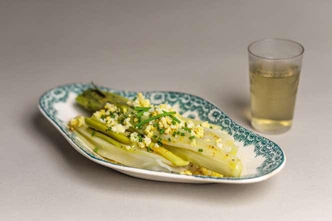 Les poireaux vinaigrette mimosa, tels qu'imaginés par la styliste et auteure culinaire Delphine Brunet.