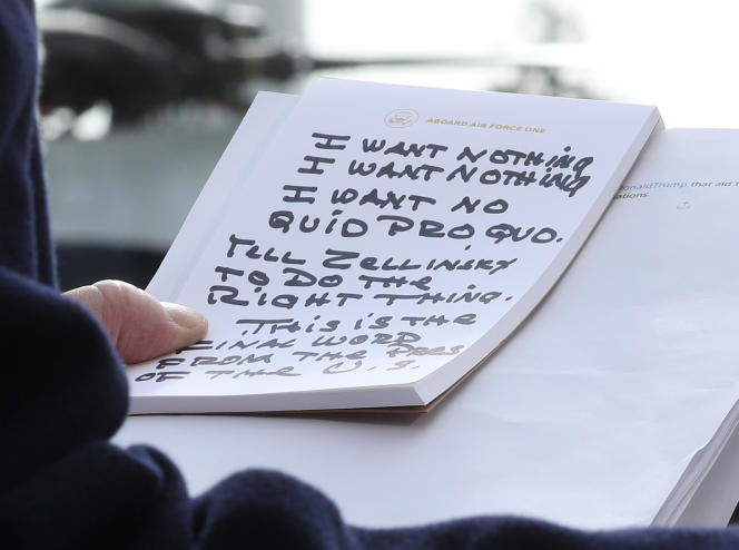 «Je ne veux rien. Je ne veux pas de donnant-donnant. Dites à Zellinsky de faire ce qu'il faut. Ce sont les derniers mots du président des Etats-Unis», pouvait-on lire sur la note qu'a lue Donald Trump devant la presse.