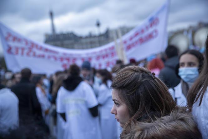 Mobilisation nationale des personnels soignants pour la défense de l'hôpital public, à Paris, le 14 novembre.