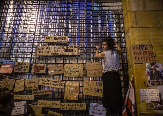 Mur d'expressions libres lors des manifestations anti-gouvernementales, dans le centre-ville de Beyrouth (Liban), le 27 octobre