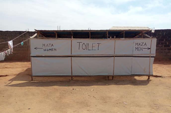 Des toilettes dans le camp de personnes déplacées de Riyom, dans l'Etat du Plateau, au centre du Nigeria, en novembre 2018.