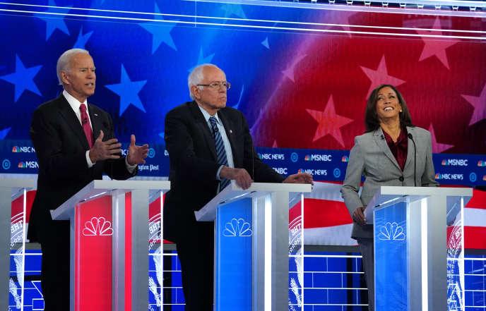 De gauche à droite : Joe Biden, Bernie Sanders et Kamala Harris, le 20 novembre à Atlanta, lors du 5e débat télévisé pour la primaire démocrate.