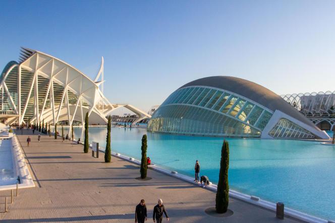 La Cité des arts et des sciences avec à gauche, le Muséedes sciences et à droite, l'Hemisferic.
