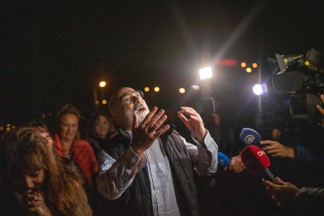 Ahmet Altan après sa sortie de prison, quelques jours avant d'être de nouveau arrêté, à Istanbul le 4 novembre.