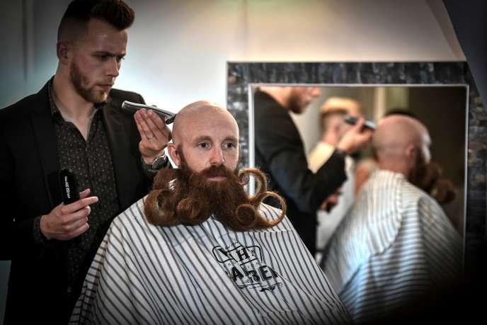 Au championnat de France de barbe, le 9 juin, à Paris.