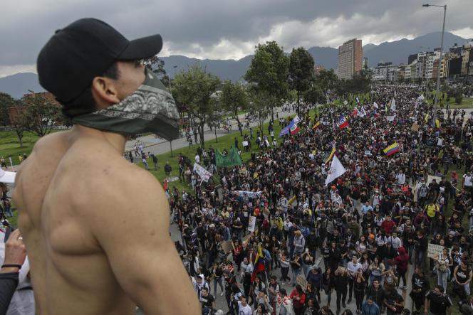 Des manifestants défilent à Bogota contre la politique du président colombien, Ivan Duque, le 21 novembre.