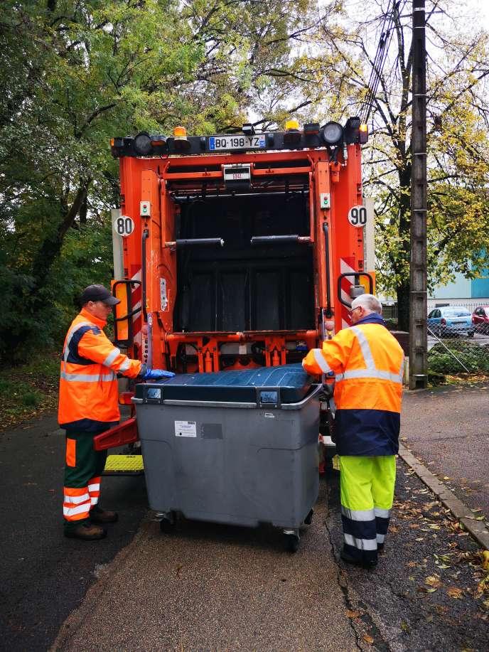 Tous les camions chargés de la collecte des déchets dans le Grand Besançon ont été équipés d'un système informatique embarqué.