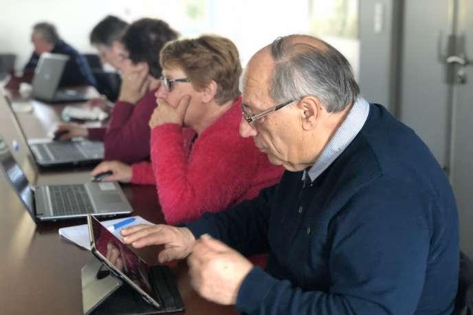 Selon une étude de l'Insee parue en octobre, 17% de la population française est en situation d'illettrisme numérique.