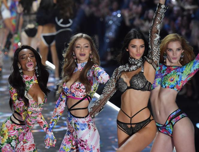 Défilé Victoria's Secret, le 8novembre 2018, à New York, avec les mannequins Winnie Harlow, Gigi Hadid, Kendall Jenner et Alexina Graham.