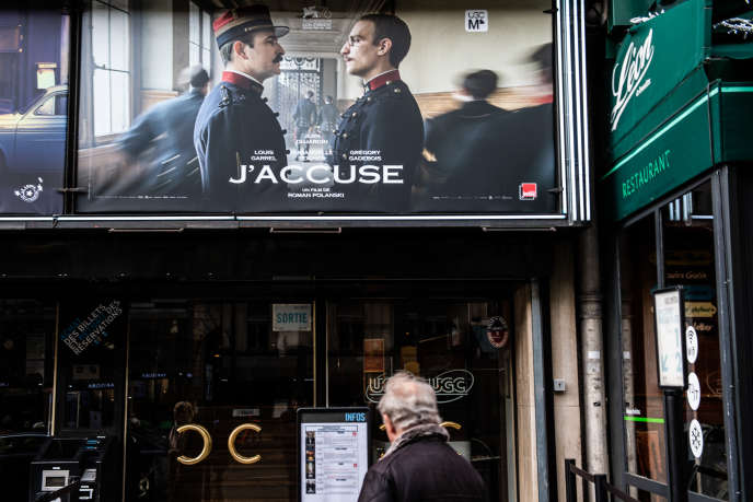 Devant un cinéma parisien, le 13 novembre.
