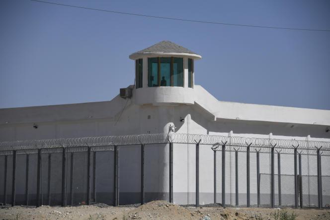 Le mirador de ce qui est probablement un centre de détention, dans la province du Xinjiang, territoire autonome du nord-ouestde la Chine.