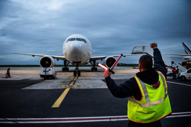 Un Boeing 777 d'Air France sur le tarmac de Roissy Charles de Gaulle, en octobre.