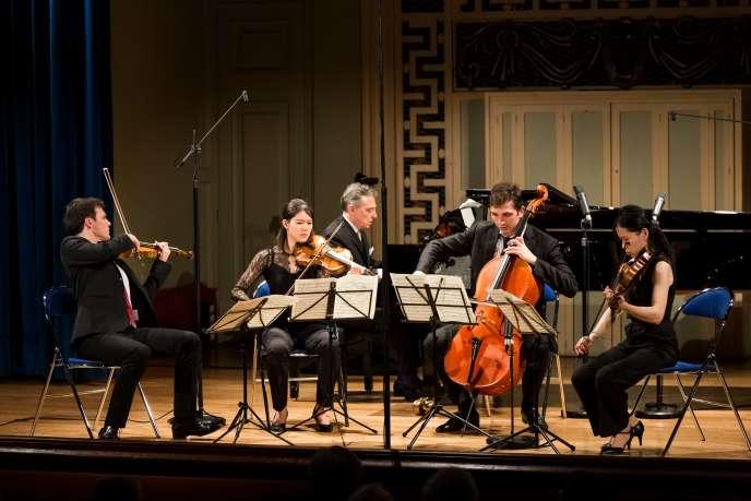 Salle Molière à Lyon, Michel Dalberto, au piano, et le Quatuor Hermès.