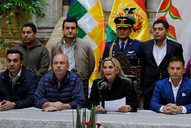 La présidente par intérim bolivienne, Jeanine Añez, lors d'une conférence de presse à La Paz, le 23 novembre.
