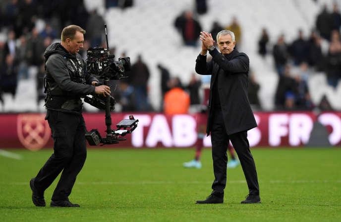José Mourinho est à droite.
