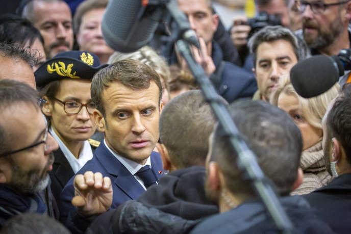 Emmanuel Macron en visite à l'ancienne usine Whirlpool à Amiens (Somme), le 22 novembre.