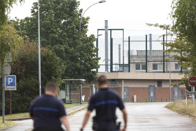 Devant la prison d'Osny (Val-d'Oise), le 19 septembre 2016.