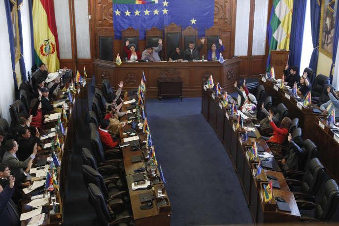 Vote du Sénat bolivien en faveur de nouvelles élections le 23 novembre à La Paz.