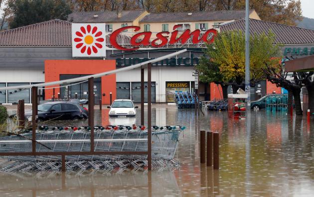 Le parking du supermarché Casino du Muy.