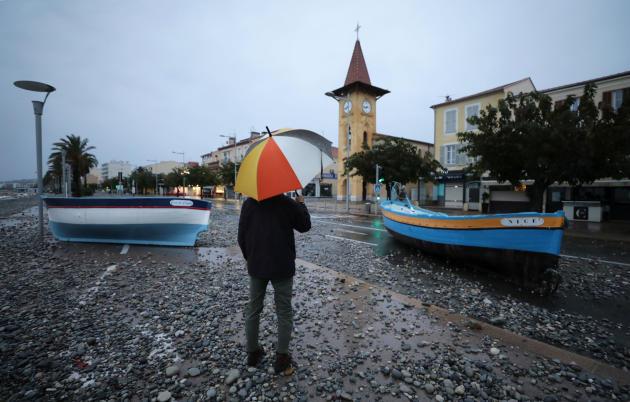 A Cagnes-sur-Mer, des bateaux ont été projetés sur le front de mer.