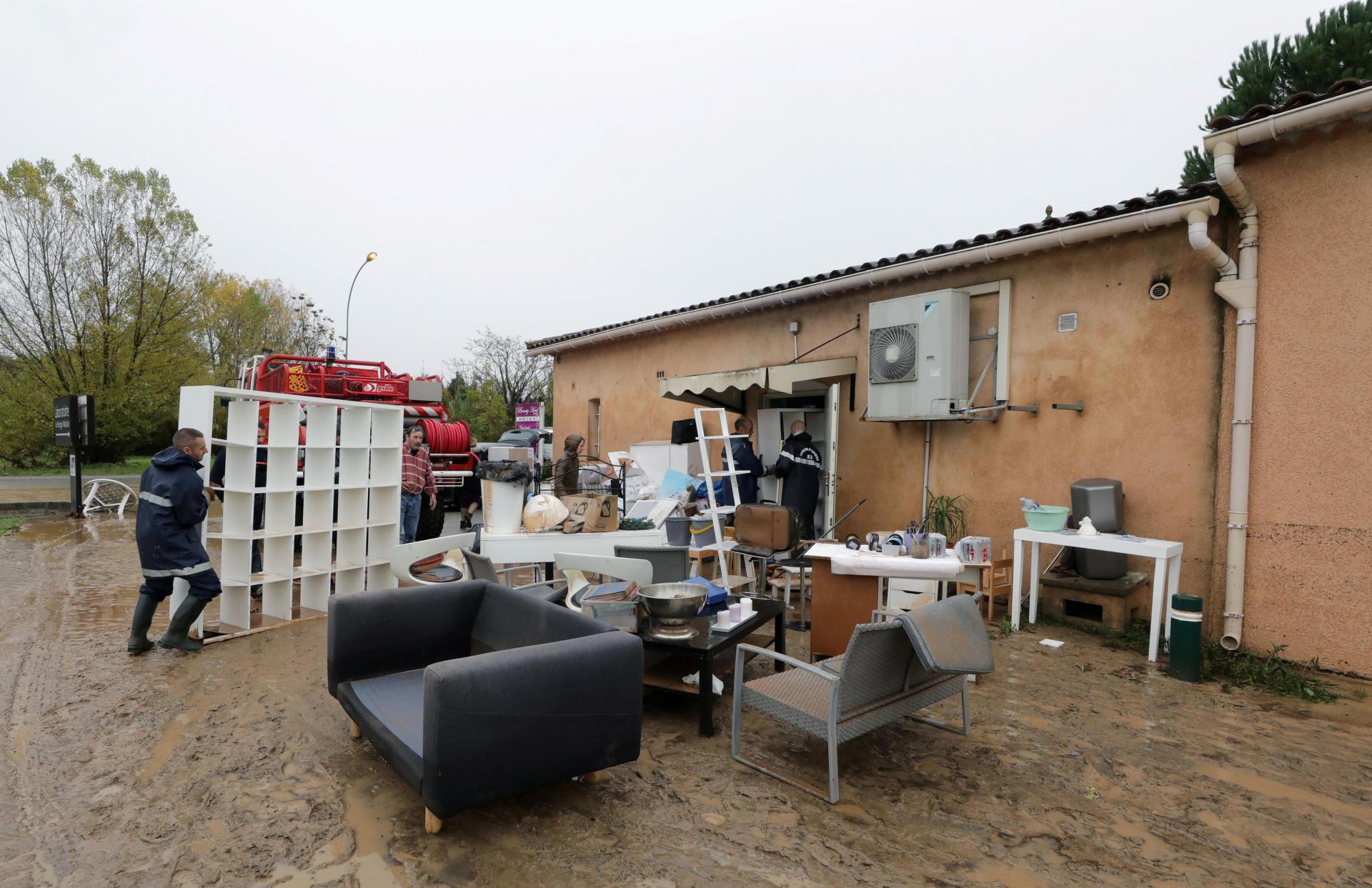 Après la décrue, les habitants constatent les dégâts dans les habitations.