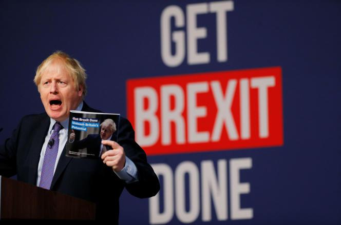 Boris Johnson présente le programme du Parti conservateur, dimanche 24 novembre, à Telford.