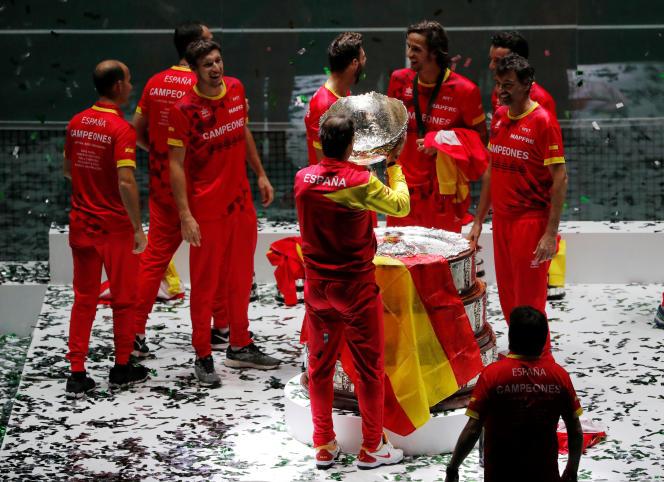 Rafael Nadal boit les larmes des amateurs de la Coupe Davis.