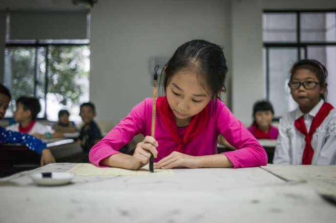 Une jeune fille dans une école de Zhujiajiao, dans la banlieue de Shanghaï, en 2016.