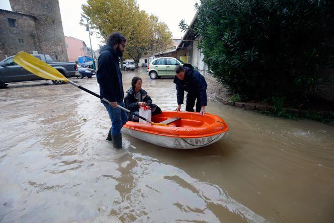 Dans la ville du Muy, encore sous les eaux, dimanche 24 novembre.