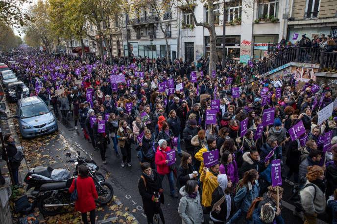 Dans les rues de Paris pour la manifestation à l'appel du collectif #NousToutes, samedi23 novembre.