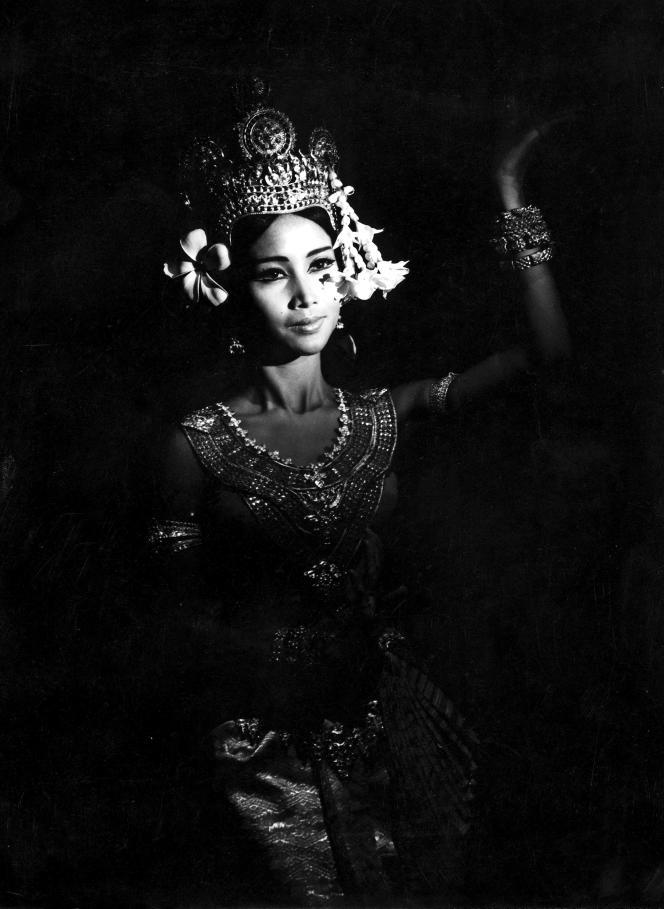 La princesse Norodom Bopha Devi au palais royal à Pnom Penh, en 1965.