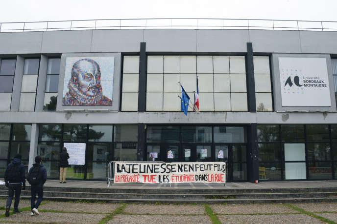 Devant l'université Montaigne, à Bordeaux, le 18 novembre.