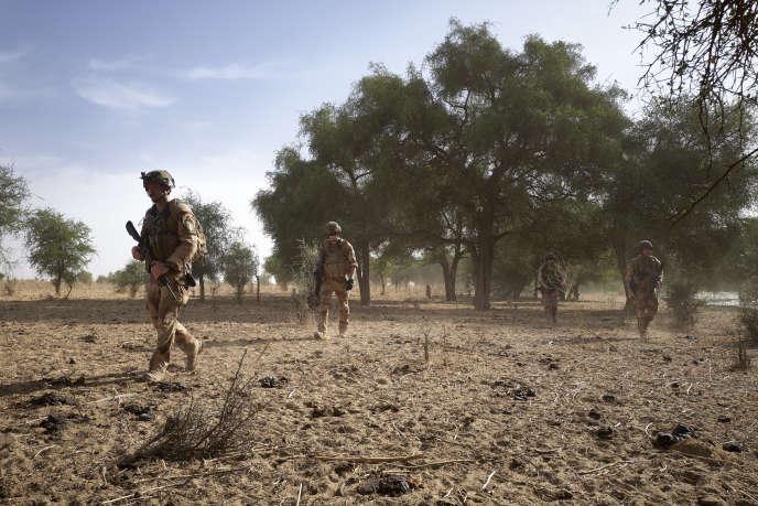 Des soldats français patrouillent dans la forêt de Tofa Gala, dans le nord du Burkina Faso, le 9novembre 2019.