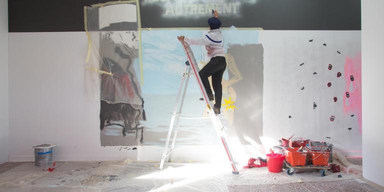 Nice, le 13 novembre 2019, Villa Arson, Mouna Bakouli travaille sur l'oeuvre qu'elle présentera le lendemain lors de la remise de la bourse 2019 de la Francis Bacon Art Foundation de laquelle elle est lauréate.