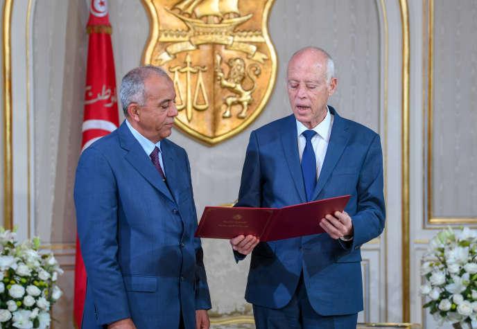 Le nouveau premier ministre tunisien, Habib Jemli (à gauche), et le président Kaïs Saïed, le 15 novembre 2019 à Carthage.