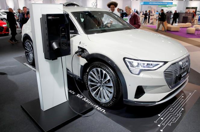 La marque a également promis de créer 2 000 « nouveaux postes d'experts » dans des domaines liés à la mobilité électrique et la voiture connectée
