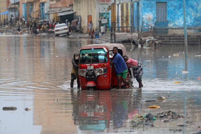 Inondations dans les rues de Mogadiscio, en Somalie, le 26 novembre.