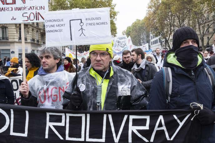 Manifestation des personnels hospitaliers pour plus de moyens dans les hôpitaux publics, à Paris, le 14novembre.