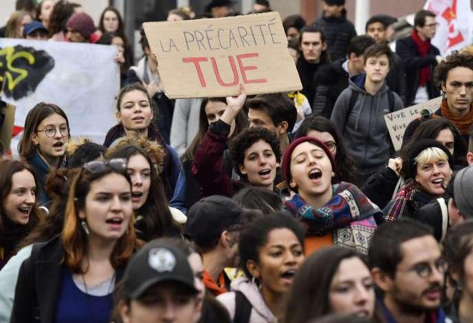 Des manifestants lors d'un rassemblement contre la précarité étudiante à Lyon, le 26novembre2019.