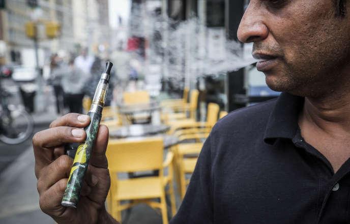 L'Etat de New York a interdit en septembre les cigarettes électroniques aromatisées.