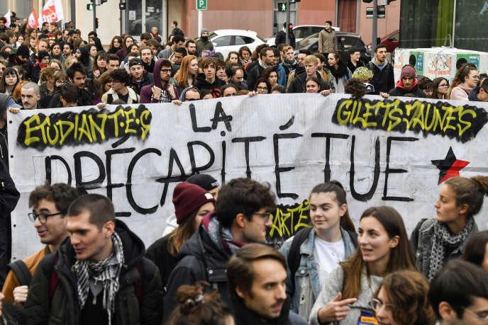 A Lyon, un millier d'étudiants se sont réunis le 26novembre pour manifester contre la précarité.