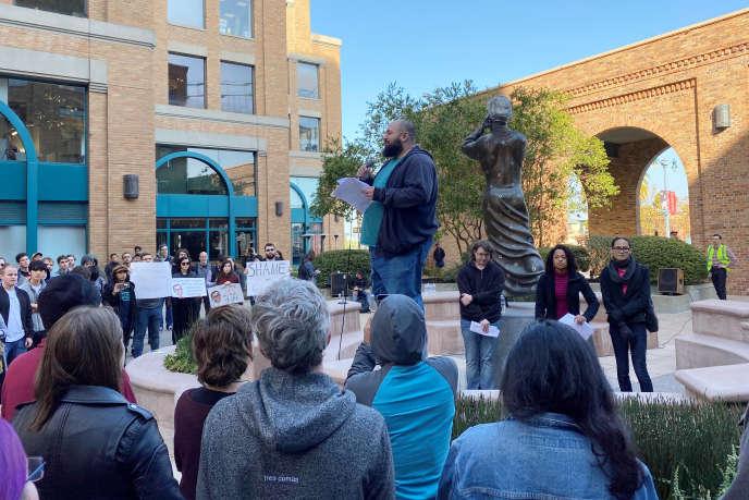 Laurence Berland, ingénieur licencié par Google, a pris la parole lors de la manifestation à San Francisco, le 22 novembre.