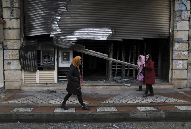 Les manifestations se sont répandues dans une centaine de villes iraniennes, comme ici àShahriar, près de la capitale, Téhéran.