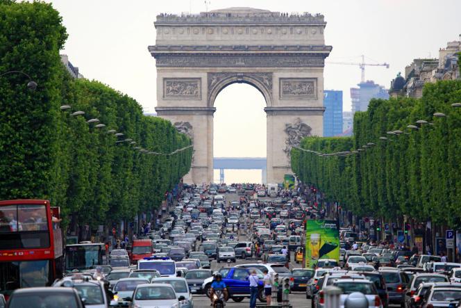 «Paris a des atouts majeurs : une densité très élevée et une superficie ramassée avec un maillage de transports en commun serré et des quartiers qui mélangent à la fois habitat, commerces, cafés et bureaux (...). Pas besoin de prendre sa voiture pour aller du bureau à la salle de sport ou à l'épicerie la plus proche !»