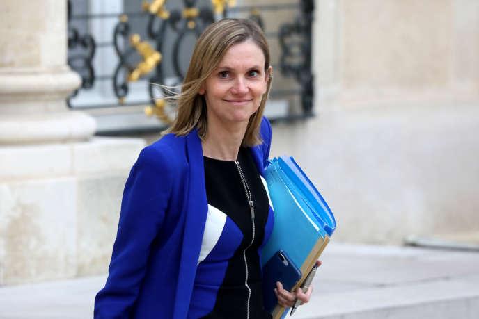 Agnès Pannier-Runacher dans la cour de l'Elysée, le 30 octobre. La secrétaire d'Etat auprès du ministre des finances et de l'économie a annoncé le prix de réserve de la vente des fréquences 5G, à 2,17milliards d'euros.