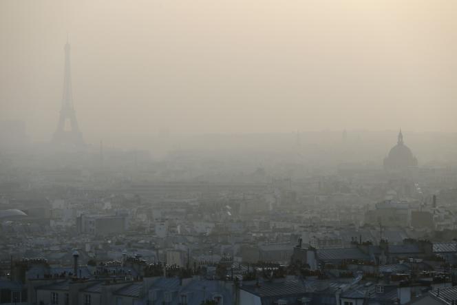 Paris, lors d'un pic de pollution, le 11 mars 2014.